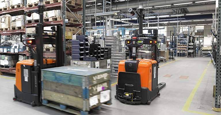 6-3pl-warehouse-technology-autopilot-forklift